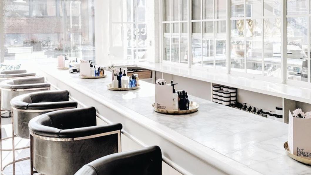 <p>Салон с коктейльным баром Majesty&rsquo;s Pleasure,&nbsp;Торонто. Источник:&nbsp;сайт салона.</p>